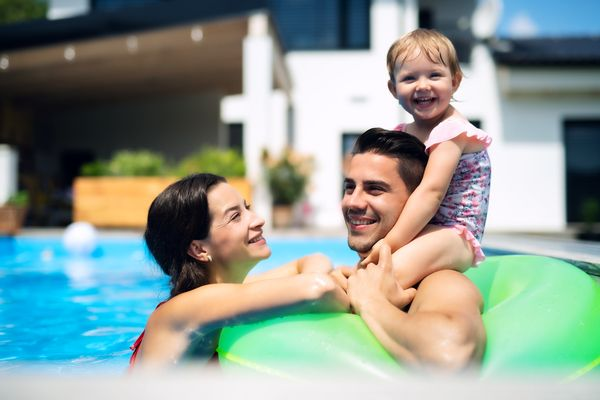 Photodune fhqrcefu young family with small daughter in swimming pool outdoors in backyard garden xl