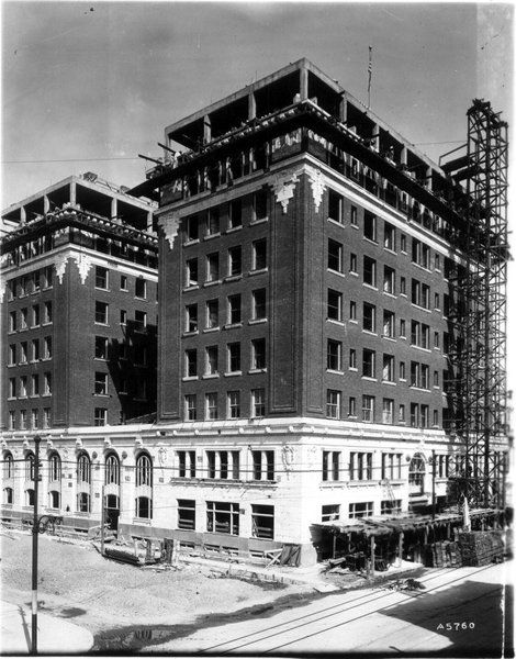 03 1911 b aultman a5760 ca 1911 pdn hotel under construciton